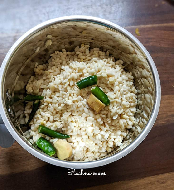 Drained urad dal with ginger and chillies in a blender jar
