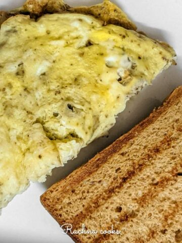 omelette with toast in a plate